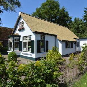 Little White Cottage in Nijeberkoop